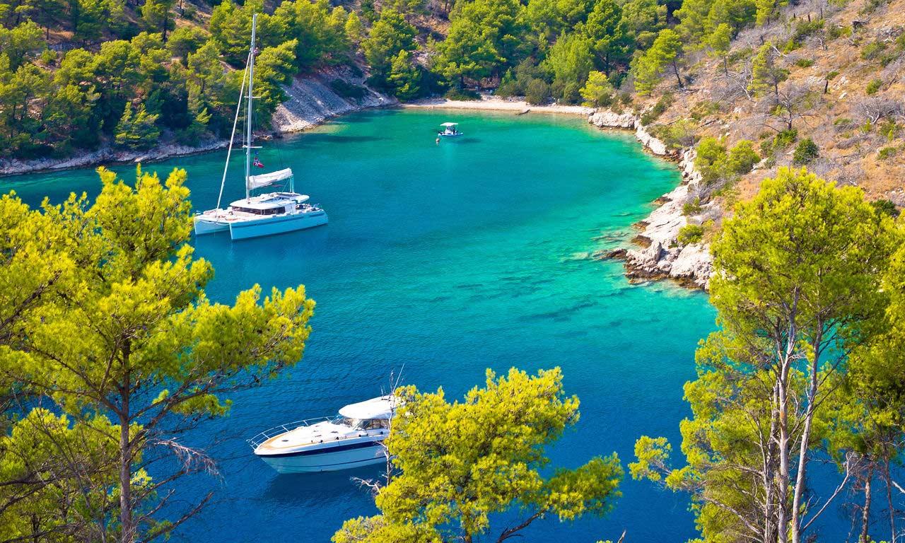00372 urlaub kroatien dalmatien brac insel bucht baden segelboot