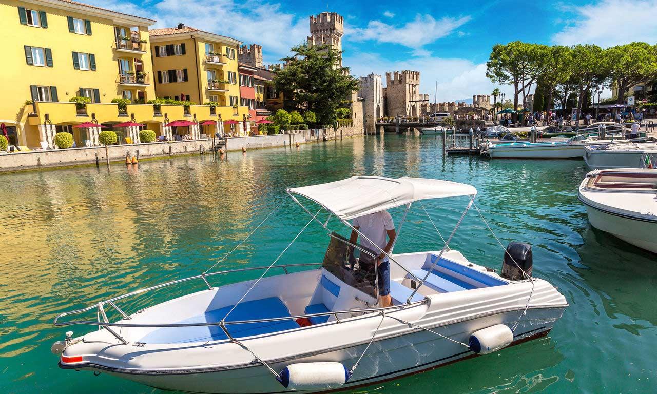 00471 italien gardasee hotels in sirmione motorboot ausflug hotel urlaub reisen sightseeing sehenswürdigkeiten