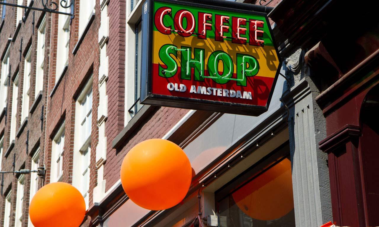 00668 hotels in amsterdam coffee shop niederlande holland altstadt hotel wochenendtrip kurzurlaub sightseeing