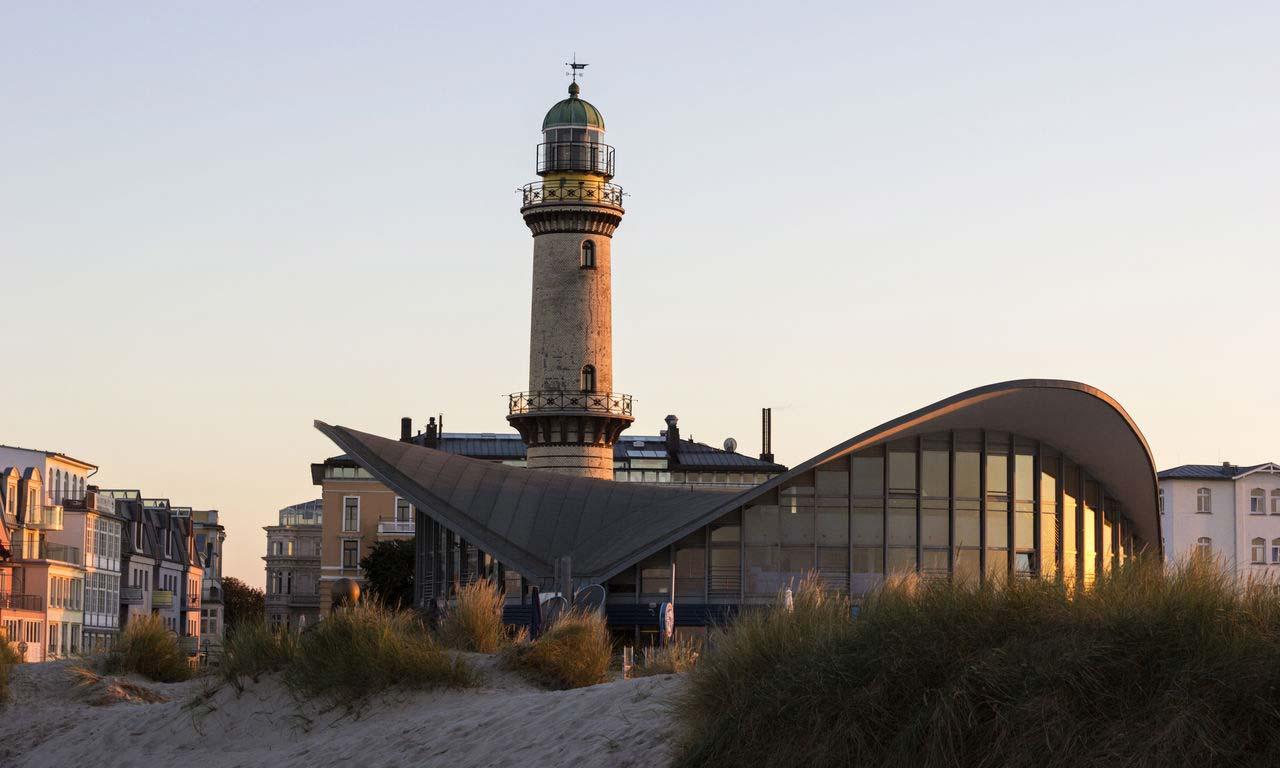 00787 warnemuende deutschland ostsee leuchtturm teepott städtereise kurztrip wochenendreise kurzurlaub