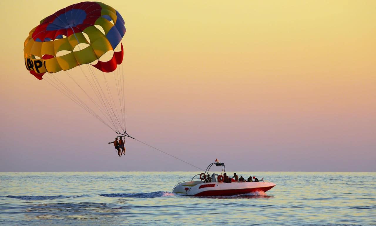 01067 urlaub strandurlaub meer parasailing spass fun sommer